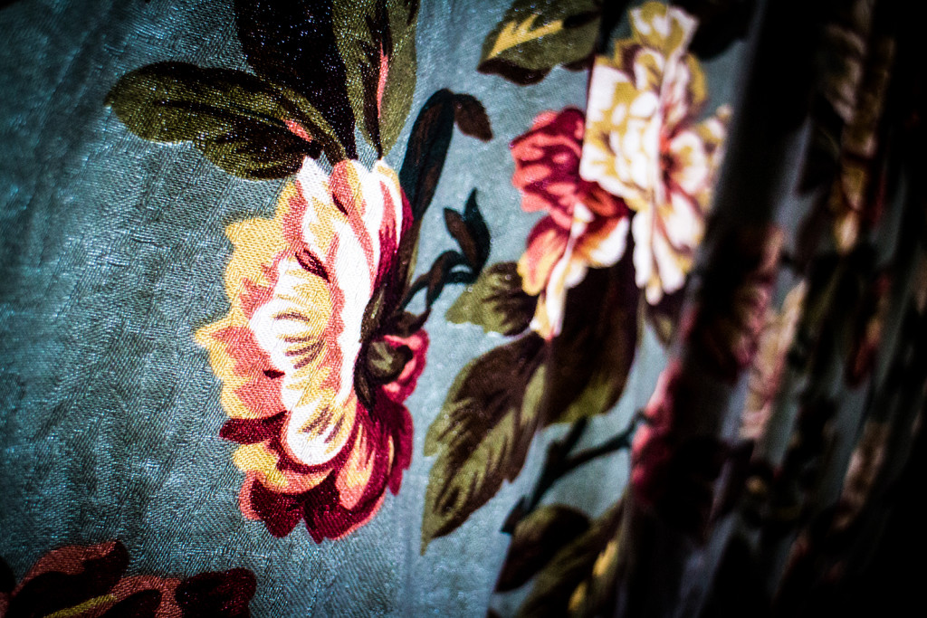 Let's have a close up of that floral pattern, eh?